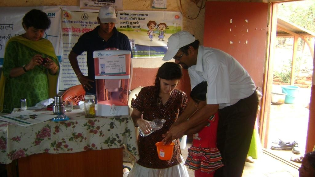 Water-filter-support-and-hand-washing-demo-in-Anganwadi-Maharashtra